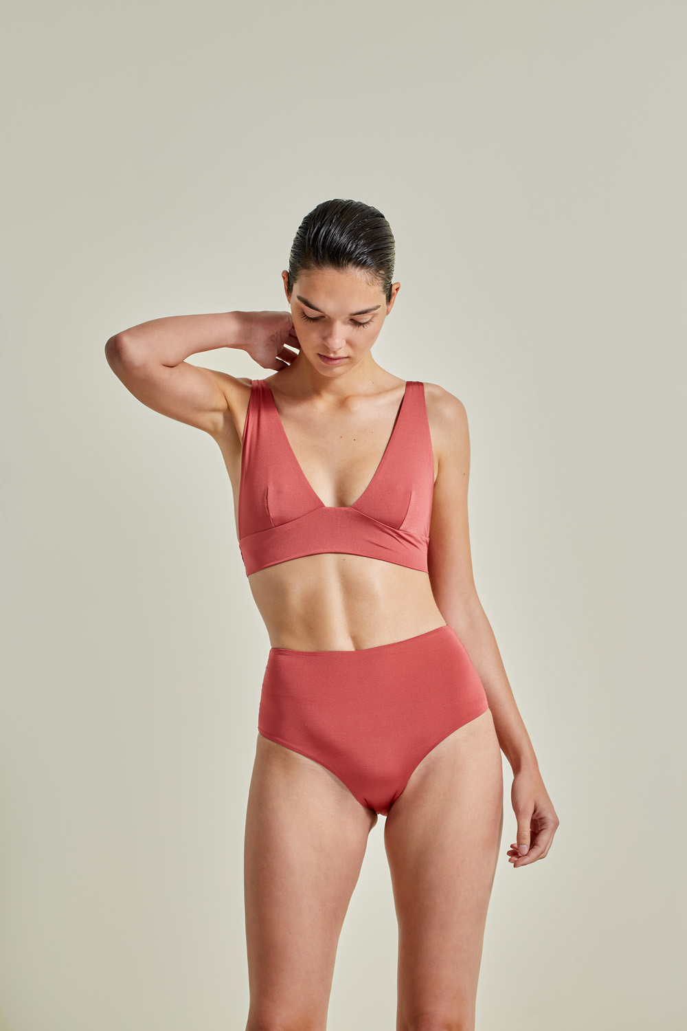 Kapalai Farond, NOW_THEN Sustainable Luxury Swimwear Moda baño sostenible. Eco swimsuits and bikini / Bikinis y bañadores ecológicos. Color blush.