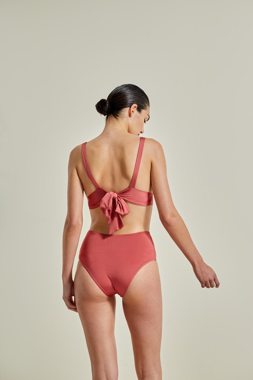 Kapalai Farond, NOW_THEN Sustainable Luxury Swimwear Moda baño sostenible. Eco swimsuits and bikini / Bikinis y bañadores ecológicos. Color blush.